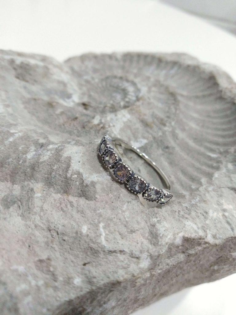 Anel em prata em forma de tiara com brilhantes