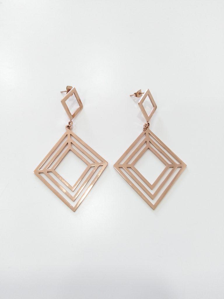 Brincos compridos em aço triangulares rose gold