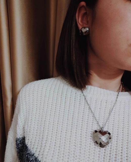 Colar e brincos em aço em forma de coração