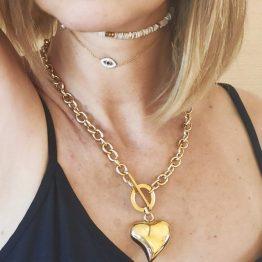 Look Colar em aço com fio grosso e pendente em forma de coração grande