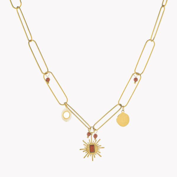 Colar em aço dourado com diferentes pendentes em castanho
