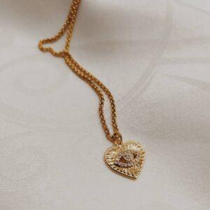 Colar com fio fino em aço com pendente em forma de coração com olho no centro, em cobre e zircónias