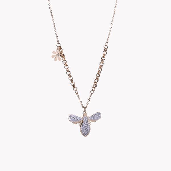 Colar em aço com pendente em forma de abelha e com pequena flor num dos fios do colar