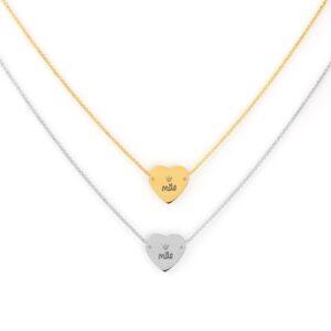 """Colar em aço com fio fino e pendente em forma de coração com coroa e a palavra """"Mãe"""" ao centro"""