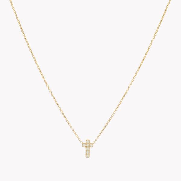 Colar com fio em aço com pendente em forma de cruz com pequenos brilhantes