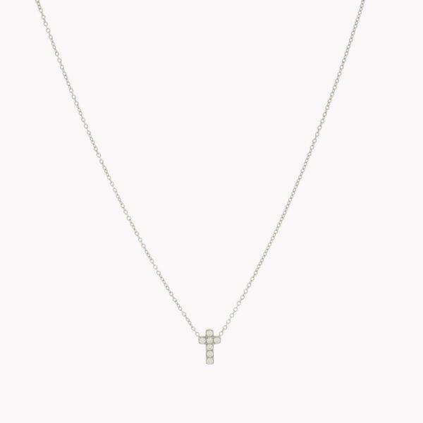 Colar com fio em aço com pendente em forma de cruz com pequenos brilhantes, prateado