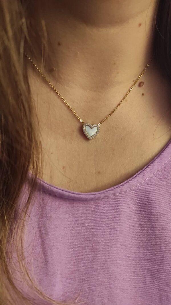 Look colar em aço e pendente em forma de coração com zircónias brancas e fundo de madrepérola em dourado