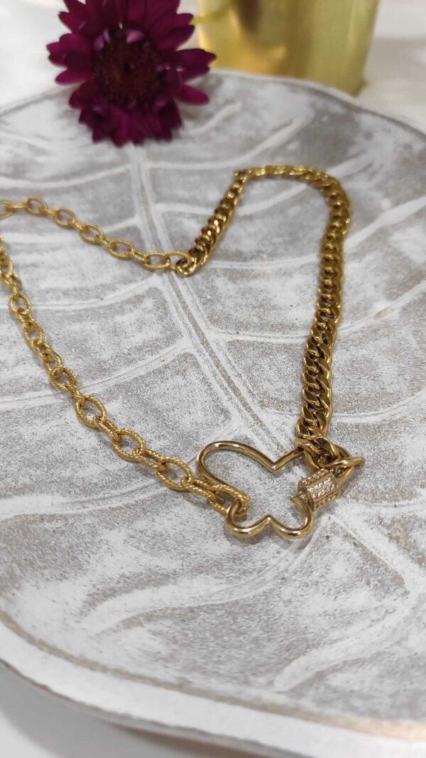 Colar com dois tipos de fio em aço e fecho em forma de borboleta em cobre com zircónias brancas