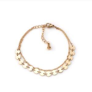 Pulseira em aço com dois fios, um deles com pendentes circulares dourada